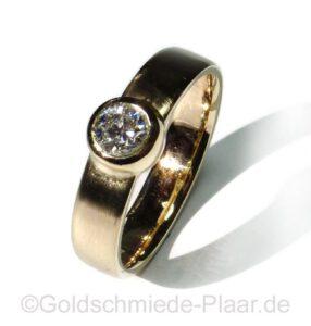 Solitär-Ring aus Altgold