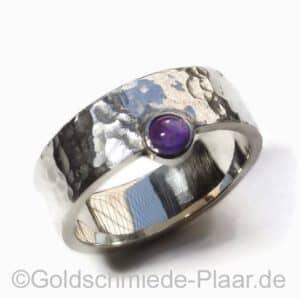 Silber-Ring mit Amethyst Hammerschlag