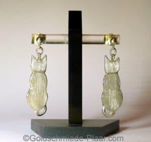 Ohrhänger mit Katze aus Silber