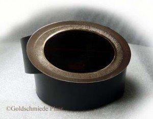 Ovale Gürtelschnalle mit Holz