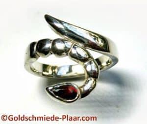 Skorpion-Ring mit Granat
