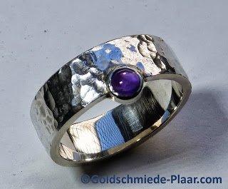 schlichter silber ring mit amethyst ringschiene mit hammerschlagschlichter silber ring mit. Black Bedroom Furniture Sets. Home Design Ideas