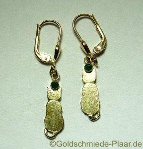 Katzen-Ohrhänger Gold mit Samragd