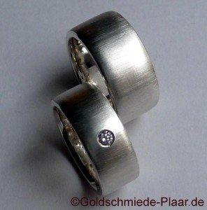 Trauring-Paar aus Silber mit Brilant