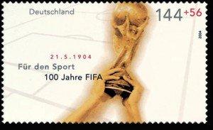 Pokal der Fußball-Weltmeisterschaft auf einer Briefmarke