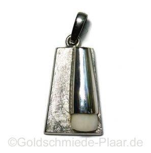 Kettenanhänger mit Milchzahn, Silber