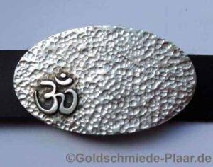 ovale Gürtelschnalle mit Om-Zeichen, Silber
