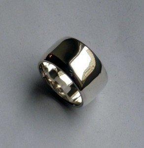 Breiter Ring poliert