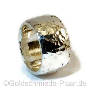 Ring mit Hammerschlag aus Silber