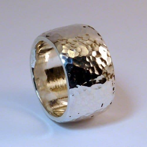 ring mit hammerschlag aus silber handarbeitring mit. Black Bedroom Furniture Sets. Home Design Ideas