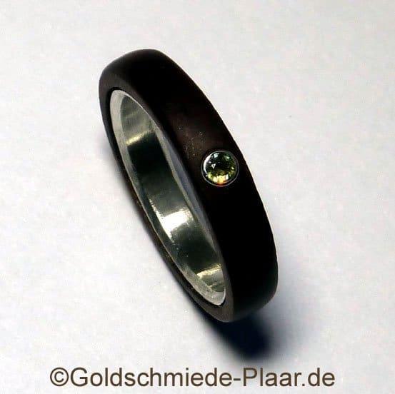 ring aus holz mit demantoid goldschmiede plaar. Black Bedroom Furniture Sets. Home Design Ideas