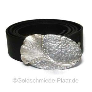GGürtelschnalle mit  Ginkgo-Blatt  - Handarbeit aus Silber