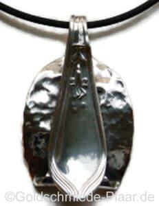 Kettenanhänger aus Silberlöffel