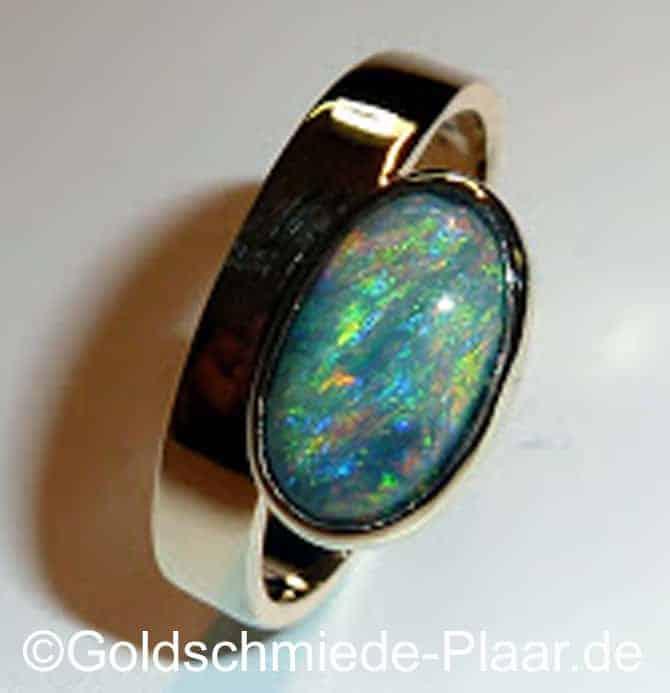 ring aus altem gold mit opal goldschmiede plaar. Black Bedroom Furniture Sets. Home Design Ideas