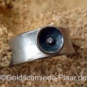 Silberring mit kleinem Brillant 0,02 ct