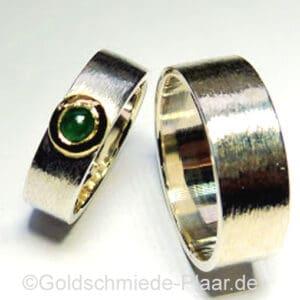 Trauringe aus Silber mit Smaragd