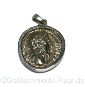 Antike Münze wird zum Anhänger