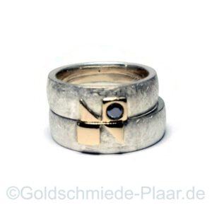 Trauringe Silber mit Gold-Belötung und schwarzem Brillant
